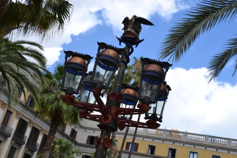 Lamp posts in Plaza Real